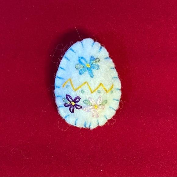 Vintage felt egg pin